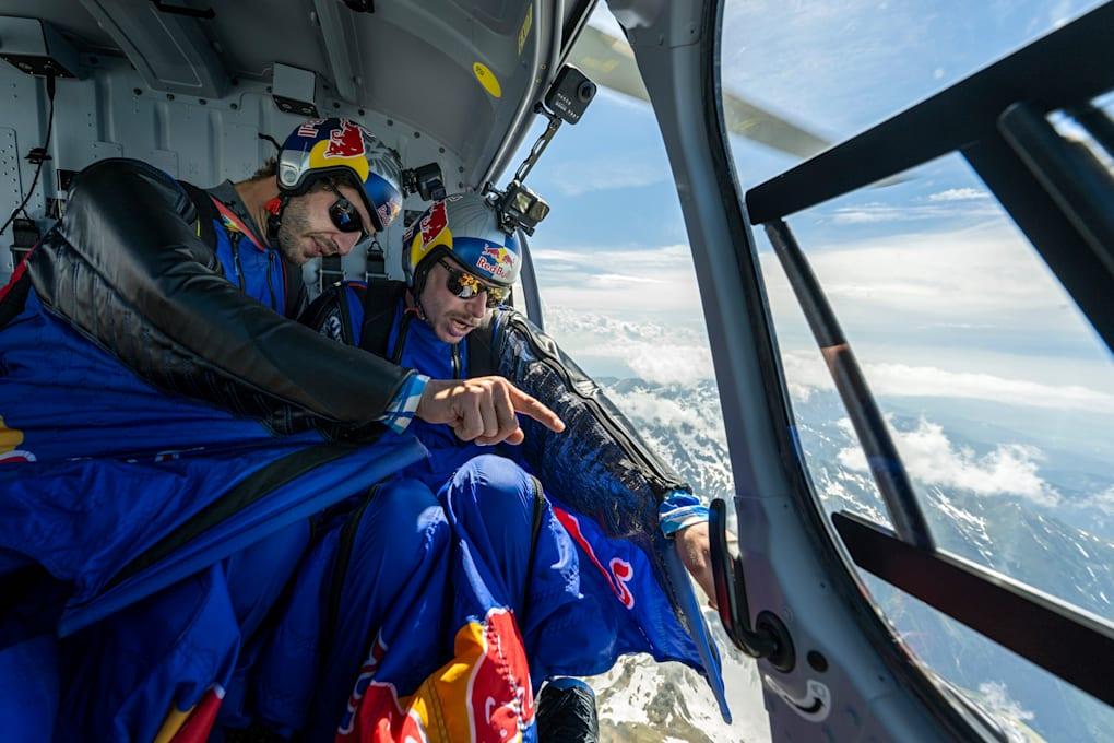Primul zbor cu wingsuit-ul deasupra Transfăgărășanului