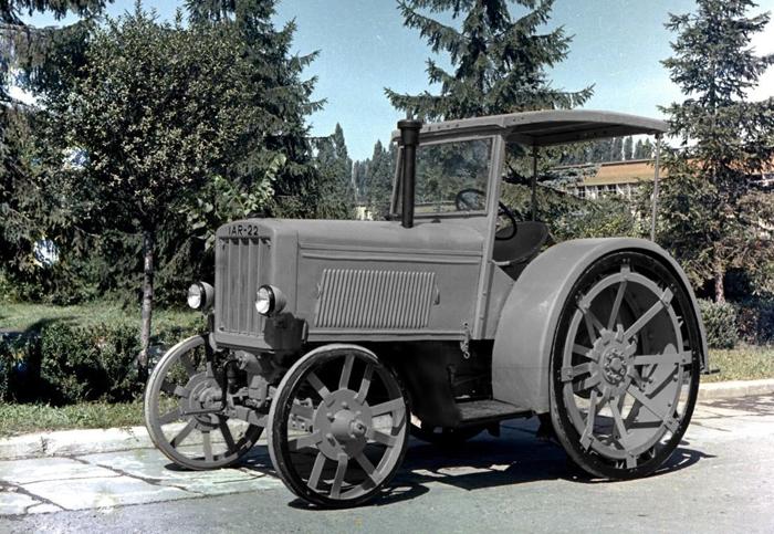 primul tractor romanesc